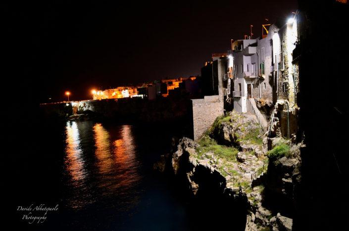 Foto notturna a Polignano a Mare